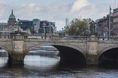 DUBLIN - JANUARI 12: Liffey flod på Januari 12, 2015, Dublin Royaltyfria Foton