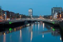 Dublin la nuit Photographie stock