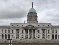 Dublin met Douanehuis Stock Foto's