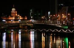 Dublin in nacht Stock Afbeelding