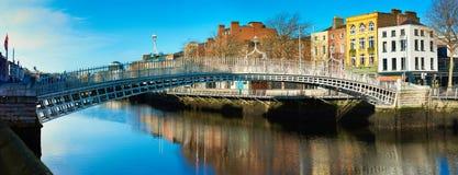 Dublin, panoramiczny wizerunek Przyrodni centu most Fotografia Royalty Free
