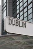 Dublin Signpost Irland arkivfoto