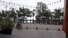 Dublino finanziario distrae la riva dal fiume Liffey fotografie stock