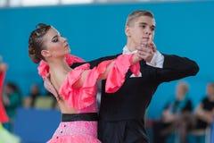 Dubovik Timofey e programa padrão de Zagrebailova Yana Perform Youth-2 Fotografia de Stock Royalty Free