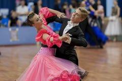 Dubovik Timofey und lateinamerikanisches Programm Zagrebailova Yana Perform Juvenile-2 über nationale Meisterschaft lizenzfreies stockbild