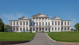 Dubrovitsy, região de Moscou, RÚSSIA Casa do príncipe Golitsyn no solar de Dubrovitsy na região de Moscou fotografia de stock