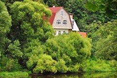 Dubrovitzy-Dorf und Desna-Fluss in Podolsk-Bezirk, Moskau-Region, Russland Stockfotos