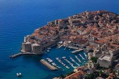 Dubrovnik και μπλε θάλασσα στοκ φωτογραφία με δικαίωμα ελεύθερης χρήσης