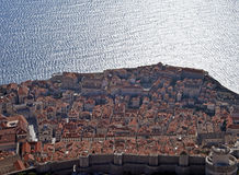 Dubrovnik, Κροατία, οι παλαιοί τοίχοι πόλεων και η αδριατική θάλασσα Στοκ Εικόνες