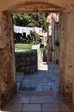 Dubrovnik, Κροατία, στενή αλέα στην παλαιά πόλη Στοκ Εικόνα