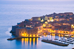 Dubrovnik τή νύχτα, Κροατία στοκ φωτογραφία με δικαίωμα ελεύθερης χρήσης