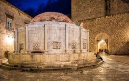 Dubrovnik bis zum Nacht lizenzfreie stockfotografie