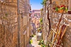 Dubrovnik brant smal gatasikt fotografering för bildbyråer