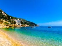 Dubrovnik Chorwacja, Czerwiec, - 07, 2015: Turyści na plażowym Banje Obrazy Stock
