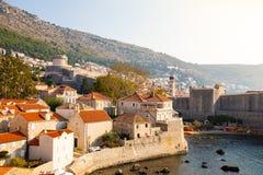 Dubrovnik, Chorwacja - 20 10 2018: Widok od fortu Lovrijenac Dubrovnik Stary miasteczko w Chorwacja przy zmierzchu światłem obrazy stock