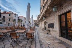 Dubrovnik Chorwacja, Wrzesień, - 10, 2017: Stary miasto Dubrovnik, średniowieczna architektura i kawiarnia, obrazy stock