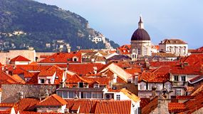 Dubrovnik, Croacia - tops anaranjados del tejado foto de archivo libre de regalías