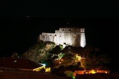 Dubrovnik croatia Noc widok iluminujący świętego Lawrance forteca Lovrijenac Fotografia Stock