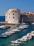 Dubrovnik, Croatia, puerto deportivo y ciudad vieja Fotos de archivo libres de regalías