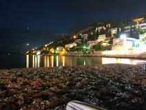 Dubrovnik in der Nacht lizenzfreie stockbilder