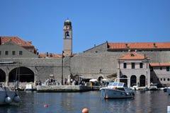 Dubrovnik gammal hamn, Kroatien royaltyfria bilder