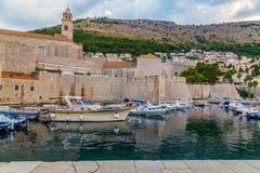 Dubrovnik gammal port i morgonen royaltyfri fotografi