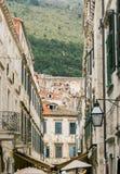 Dubrovnik gammal stad med bilen för monteringsSrd kabel Royaltyfri Fotografi