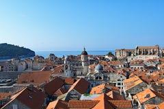 Dubrovnik gammal stad och Lokrum ö på gryning, Kroatien royaltyfri fotografi