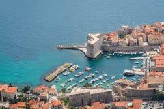 Dubrovnik gammal stadhamn från över Royaltyfria Bilder