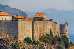 Dubrovnik gammala townväggar Arkivbild