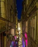 Dubrovnik gator på natten royaltyfri bild