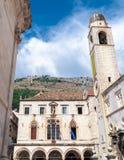 Dubrovnik, Gradski Zvonik och Sponza slott Royaltyfri Fotografi