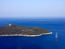 Dubrovnik, jacht, eilandoverzees en hemel Stock Afbeelding