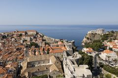 Dubrovnik, Kroatië, 20 Juli 2017: Overweldigende mening van historische Dubvronik Royalty-vrije Stock Foto