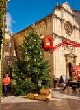 Dubrovnik, Kroatië, 22 November, 2018 Het opzetten van Kerstboom stock afbeelding