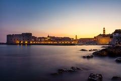 Dubrovnik Kroatië tijdens Zonsondergangmening over Oude Stadscityscape Bea Royalty-vrije Stock Afbeeldingen