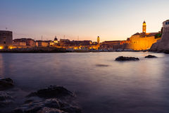 Dubrovnik Kroatië tijdens Zonsondergangmening over Oude Stadscityscape Bea Royalty-vrije Stock Foto's