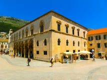Dubrovnik, Kroatië - Juni 07, 2015: Mening over de straat en de oude stad Stock Foto's
