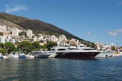 Dubrovnik Kroatien, august 2013, ny Dubrovnik hamn Royaltyfria Foton
