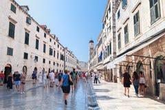 Dubrovnik Kroatien, huvudsaklig gata av den gamla staden Dubrovnik, 14-09-2016 Royaltyfri Foto
