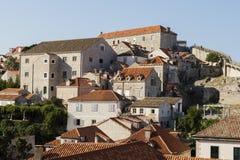 Dubrovnik Kroatien, Juli 20 2017: Sikt av bostads- byggnader Royaltyfria Foton