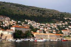 Dubrovnik Kroatien - Juni 02, 2017: Skepp i marina av Dubrovnik Royaltyfria Foton