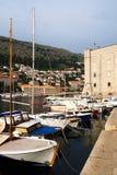 Dubrovnik Kroatien - Juni 02, 2017: Skepp i marina av Dubrovnik Arkivbilder