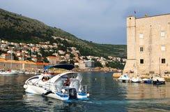 Dubrovnik Kroatien - Juni 02, 2017: Skepp i marina av Dubrovnik Royaltyfri Fotografi