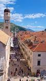 Dubrovnik, Kroatien - Oktober 2017: Überblick über Touristen auf der Straße der alten Stadt Dubrovnik in Kroatien Stockfotografie