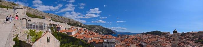 Dubrovnik, Kroatien - Oktober 2017: Erforschung der Wände von Dubrovnik in Kroatien Stockbilder