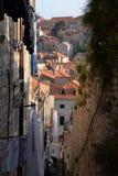 Dubrovnik, Kroatien, schmale Gasse in der alten Stadt Lizenzfreies Stockfoto