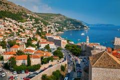 Dubrovnik kustlinje med små hus Royaltyfri Bild