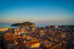 Dubrovnik medeltida stad i aftonen, Kroatien. Arkivfoto