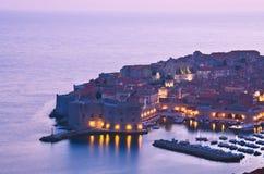 Dubrovnik na noite, Croácia Fotografia de Stock